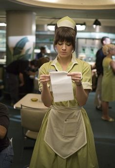 minus the hat and the apron, this is what Lily's uniform would look like but it would be a light blue with white. Hotel Uniform, Maid Uniform, Cafeteria Retro, Café Retro, Waitress Outfit, Blouse Nylon, American Diner, Mary Elizabeth Winstead, Small Town Girl
