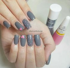The advantage of the gel is that it allows you to enjoy your French manicure for a long time. There are four different ways to make a French manicure on gel nails. Classy Nails, Stylish Nails, Trendy Nails, Diy Nails, Swag Nails, Glitter Make Up, Nail Art Designs Videos, Pretty Nail Art, Nail Art Hacks