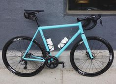 @drewvk 's @alchemybicycles with a #rodeospork is just beautiful. Hat tip to @ridehifi on the wheels!