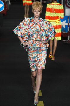 Moschino Spring 2016 Ready-to-Wear Fashion Show - Hollie-May Saker