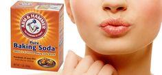 Perawatan bibir gelap dengan baking soda dianggap efektif. Namun perlu diingat bahwa baking soda adalah senyawa kimia, jadi cukup gunakan untuk jangka pendek saja. Penggunaan jangka panjang atau yang terlalu berlebihan justru akan merusak kulit.