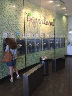 Yogurtland USC Gateway Village, Los Angeles, CA