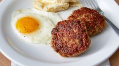 Ask your butcher for coarsely ground pork shoulder (or grind it yourself), add a few tasty seasonings, and enjoy your own homemade breakfast sausage patties. Breakfast Patties Recipe, Homemade Breakfast Sausage, Breakfast Sausages, Pork Recipes, Cooking Recipes, Home Made Sausage, Atkins Recipes, Brunch, Orange Recipes
