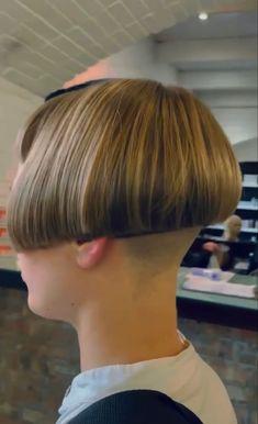 Shaved Bob, Shaved Nape, Short Bob Haircuts, Bob Hairstyles, Cut My Hair, Hair Cuts, Bowl Cut, Shaving, Salons