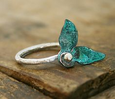 Size 7.5 - Two copper verdigris leaves swivel around a sterling silver post, sterling silver ring