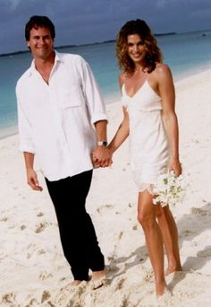 Cindy Crawford wore a simple John Galliano slipdress for her barefoot beach wedding to Rande Gerber on Paradise Island in the Bahamas. Photo: AP Photo/Arthur Elgort