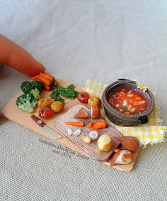 Miniature scale dollhouse food making in September! Let the vegetable soup ! Miniature Kitchen, Miniature Crafts, Miniature Dolls, Miniture Food, Miniture Things, Diy Doll Miniatures, Polymer Clay Miniatures, Polymer Clay Creations, Barbie Food