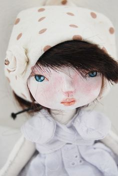 The cloth hat gives inspiration for making cloth roses for the dolls! :) sweetness