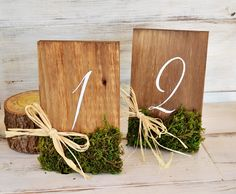 "This sign is made of solid. With support to keep up. The numbers are hand painted with acrylic paint and then painted in satin she has to look your best and conservation. Moss leads naturally as decoration at the bottom topped with a raffia bow . With this number you will complete the decoration of the centerpieces in a rustic wedding. Also ideal for winter weddings and Christmas. measures : Height: 7"" Width: 4,3"" Thickness: 0,7"""