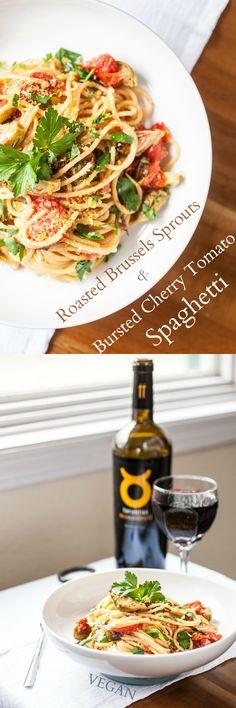 Produzieren On Parade - geröstete Rosenkohl & Bursted Cherry Tomato Spaghetti - Dies ist eine einfache, Hände weg von Essen, das in 45 Minuten nach unten getan hat oben.  Süße, geröstete Rosenkohl und herb, verwirren ofen bursted Kirschtomaten mit Spaghetti in einem kitschig, buttrig-Sauce.  Profitieren Sie von diesen Gemüse, die sich schnell bewegen, in den besten Jahren mit diesem köstlichen Nudelgericht!