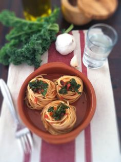 Spaghetti with Kale and Tomato Sauce  from @Paula - bell'alimento