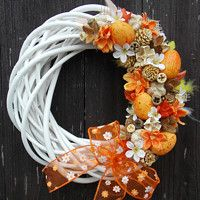 Easter Wreaths, Fall Wreaths, Silk Floral Arrangements, Cross Stitch Pictures, Grapevine Wreath, Happy Easter, Grape Vines, Diy And Crafts, Projects To Try