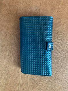 Compagnon Complice en simili bleu 3D cousu par Elodie - Patron Sacôtin