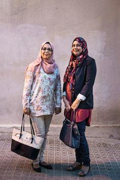 El islam de las mujeres. Son españolas y son musulmanas. Esta es la historia de un grupo de mujeres sin miedo que, sin renunciar a su religión, están orgullosas de ser españolas. Jesús Rodríguez | El País, 2015-11-01 http://elpais.com/elpais/2015/10/29/eps/1446131577_808813.html
