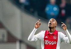 21-May-2015 20:51 - RIECHEDLY BAZOER BLIJFT TOT MEDIO 2020 BIJ AJAX. Riechedly Bazoer heeft zijn contract bij #Ajax verlengd. Hij tekende vandaag bij tot de zomer van 2020, maakt de Amsterdamse club bekend op de…...
