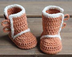 Crochet PATTERN baby booties crochet pattern Old por Inventorium