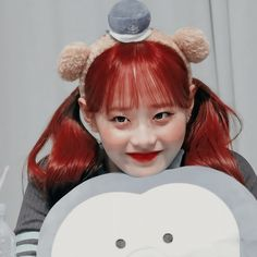 Gray Aesthetic, Korean Aesthetic, K Pop, Kpop Girl Groups, Kpop Girls, Korea Wallpaper, Chuu Loona, Twitter Icon, Olivia Hye