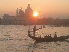 #Venezia oggi al tramonto... Sunset in #Venice today ...  (photo by Adriano Cimò)