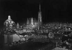Nachtaufnahme von Wien, 1938 Timeline Classics/Timeline Images #1930er #1930s #Vienna #Austria #Österreich #Nacht #Stephansdom #InnereStadt #ErsterBezirk #Stadtansicht #Night #Stephansplatz #Peterskirche #Nachts #Panorama
