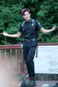 150705 인기가요 팬미팅 [ JUNGKOOK ]| His figure is perfect. Such a beautiful creature
