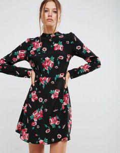 ASOS - Robe patineuse à col montant et motif fleurs avec dos ouvert 37,49 € 46,99 €