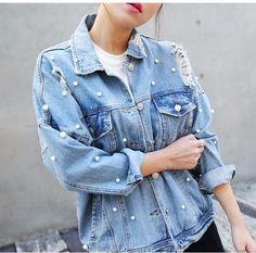 Comfortable and smart, this classic denim jacket will be one of your favourites. This is definitely a piece of clothing that stays in your wardrobe season after season. The ripped denim gives it a mor