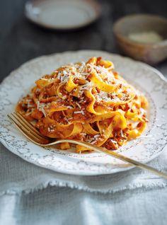 Tagliatelle with Pressure Cooker Bolognese Sauce Italian Dishes, Italian Recipes, Pressure Cooker Spaghetti, Pasta Recipes, Cooking Recipes, Recipe Pasta, Sauce Recipes, Yummy Recipes, Dinner Recipes