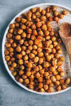 Junk Food Spicy roasted chickpeas that are really crisp Healthy Junk Food, Junk Food Snacks, Healthy Vegan Snacks, Diet Snacks, Healthy Eating, Healthy Recipes, Clean Eating, Free Recipes, Paleo Treats