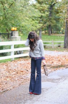 flared+jeans+for+fall,+nasty+gal+jeans,+clare+vivier+leopard+print+clutch,+french+connection+mock+turtleneck.jpg 1,051×1,600 pixels