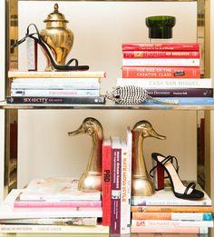Vintage Industrial Decor Retro Summer Accessories You Should Have in 2018 Decor, Retro Home Decor, Bookshelf Styling, Vintage Home Decor, Vintage Industrial Style, Inspiration, Vintage Decor, Vintage Industrial Bedroom, Bedroom Vintage