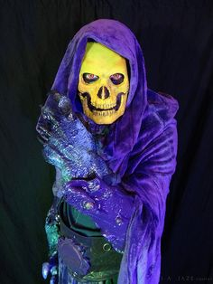 Skeletor Cosplay by captainjaze on DeviantArt Male Cosplay, Cosplay Costumes, Christmas Tv Shows, Hee Man, Creative Costumes, Comic Movies, Costume Accessories, Halloween Themes, Larp