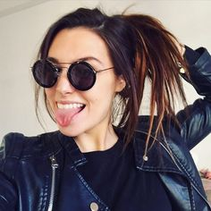 """((FC Marzia Bisognin)) """"Hi, I'm Marzia! I'm 19 and I sell drugs, but I don't do them. I just need the money. My brother is in a gang and somehow I joined the same one. Introduce?"""""""