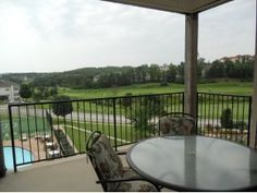 How would you like this Branson golf view condo for your Branson vacation home?
