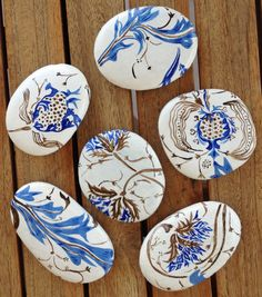 Painted stone / pebble /rock / acrylics / pattern) painted stones (no anima Rock Painting Patterns, Rock Painting Ideas Easy, Rock Painting Designs, Pebble Painting, Pebble Art, Stone Painting, Stone Crafts, Rock Crafts, Arts And Crafts