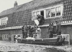 1960. Due to a levee breach in side canal H of the Noordzeekanaal flooded the Amsterdam neighbourhood Tuindorp Oostzaan was flooded in the morning of 14 January 1960. 10.000 people had to be evacuated by-7 degree Celsius. #amsterdam #1960 #TuindorpOostzaan
