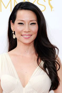 If your hair is a big part of your daily look, then don't pin it back: give it a central role! Lucy Liu wore her dark hair gently waved and swept over one shoulder, whilst long lashes and pink lipstick were the focus of her make-up.