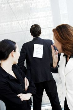 Führen heißt immer Stellung beziehen: Wenn Mitarbeiter streiten oder gar mobben, ist der Chef gefragt.