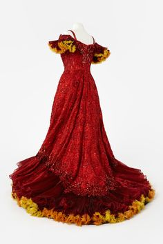 Costume designed by Tim Goodchild for Jill Perryman in the Gordon Frost Organization's 1995 production of Hello Dolly! From the Arts Centre Melbourne Australian Ballet, Dolly Dress, Victorian Women, Traditional Fashion, Antique Clothing, Hello Dolly, Fashion History, Dress Me Up, Costume Design