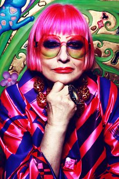 Zandra Rhodes- was a British fashion designer known for her use of vibrant colors. Her designers are considered creative stamens, dramatic but graceful, audacious but feminine. Over 50 Womens Fashion, Fashion Over 50, Punk Fashion, Vintage Fashion, Divas, Zandra Rhodes, British Style, British Fashion, Older Models