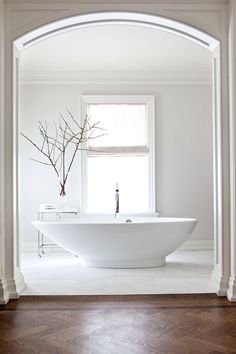 3 Easy And Cheap Tips: White Transitional Bathroom transitional furniture paint colors.Transitional Space Built Ins transitional flooring hallways. Transitional Living Rooms, Transitional House, Living Room Decor Traditional, Traditional Bathroom, Decor Interior Design, Interior Decorating, Decorating Ideas, Modern Master Bathroom, Beautiful Bathrooms