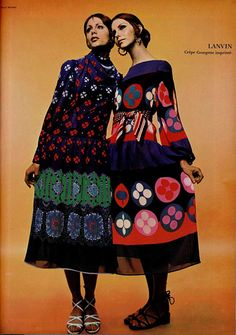 Lanvin circle print dresses, 1970 (plus other great patterned dresses from Lanvin on the linked page) Moda Retro, Moda Vintage, Vintage Mode, Seventies Fashion, 60s And 70s Fashion, Vintage Fashion, 70s Mode, Retro Mode, Foto Fashion