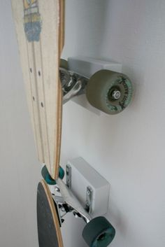 Chez Larsson: Hanging the Longboards ~ The Sequel Skateboard Storage, Skateboard Furniture, Longboards, Deco Surf, Ikea Deco, Surfboard Rack, Surfboard Storage, Longboard Design, My Room