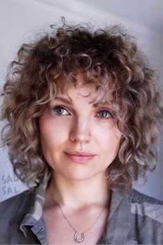 Popular Short Curly Hairstyles 2018 – 2019 - The UnderCut - Easy-Short-Curly-Hair Popular Short Curly Hairstyles 2018 – 2019 - Bob Haircut Curly, Curly Hair With Bangs, Short Curly Hair, Short Hair Cuts, Curly Hair Styles, Fire Haircut, Thin Wavy Hair, Frizzy Hair, Dry Hair