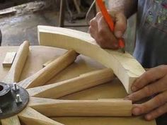 Making a wooden hand cart wheel, wheelwright. Wooden Wagon Wheels, Wooden Wheel, Wooden Hand, Wood Shop Projects, Diy Wood Projects, Woodworking Projects, Wagon For Wedding, Wooden Cooler, Homemade Fishing Lures