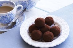 Roddas Cornish clotted cream truffles - So easy to make, these truffles have an unbelievably satiny texture. Make them for a special occasion or pack them up in a pretty box as a thoughtful gift. They certainly wont last very long! Milk Recipes, Dog Food Recipes, Cake Recipes, Dessert Recipes, Chocolate Truffles, Chocolate Recipes, Delicious Chocolate, Delicious Food, Clotted Cream Recipes