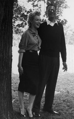 A look into the Marilyn Monroe's marriages to James Dougherty, Joe DiMaggio, and Arthur Miller. Marilyn Monroe Outfits, Marilyn Monroe Fotos, Young Marilyn Monroe, Cute Teen Outfits, Outfits For Teens, Marilyn Monroe Marriages, Marriage Pictures, Actor Studio, Joe Dimaggio