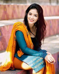 Priyanka Jawalkar Latest Hot Stills. South Indian Actress and Taxiwala movie actress Priyanka Jawalkar latest hot photos. Beautiful Girl Indian, Beautiful Indian Actress, Beauty Full Girl, Beauty Women, Actress Priyanka, Photoshoot Pics, Wedding Photoshoot, Living At Home, South Indian Actress
