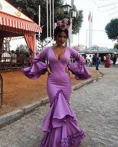 Traditional Fashion, Traditional Outfits, Elegant Dresses, Beautiful Dresses, Mexican Costume, Looks Instagram, Culture Day, Spanish Woman, Spanish Fashion