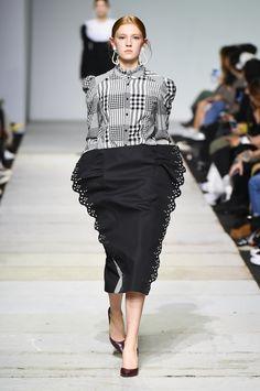 SFW : Seoul Fashion Week YCH SS19 Waist Skirt, High Waisted Skirt, Vietnam, Korean Brands, Seoul Fashion, Vogue Russia, Couture, Sequin Skirt, Ready To Wear