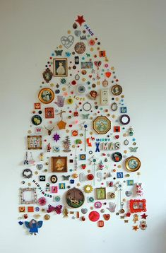 diy-christmas-tree-with-wall-hanged-ornaments2